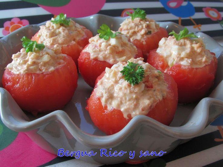 Tomates rellenos de atún y huevo