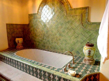 tub in San Miguel de Allende -love the backsplash style tile work    GORGEOUS !