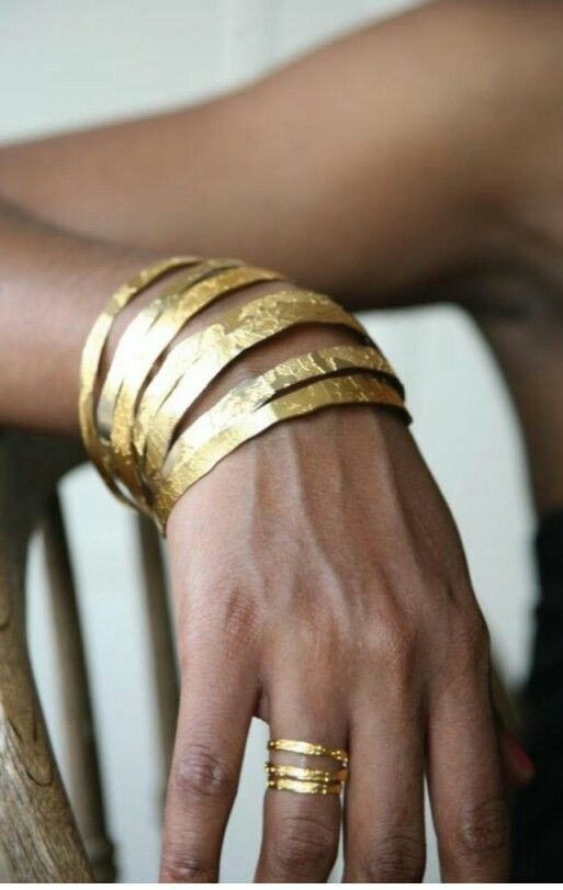 Gouden armband - ik heb dunne polsen dus een cuff werkt vaak het best voor mij