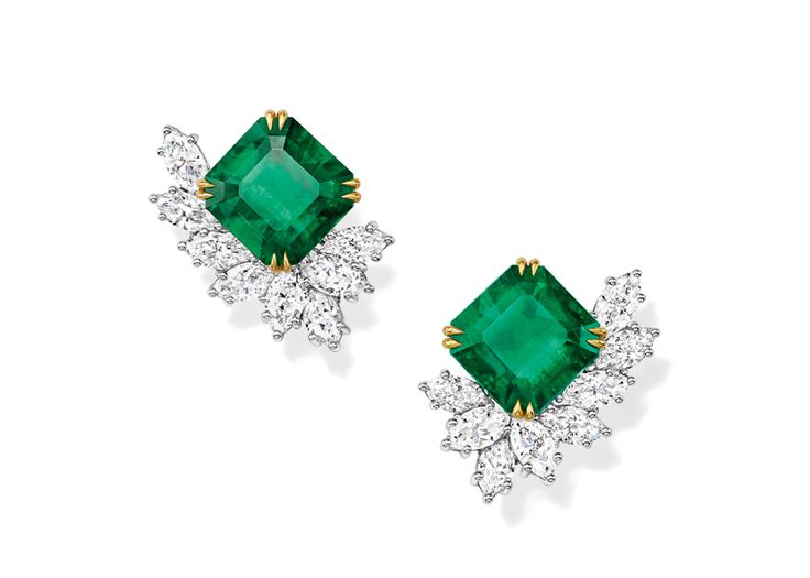 The Incredibles boucles d'oreilles émeraudes Harry Winston http://www.vogue.fr/joaillerie/le-bijou-du-jour/diaporama/les-emeraudes-reeditees-d-harry-winston-nouveau-salon-29-avenue-montaigne/21249