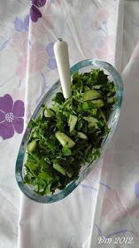 Maydanoz Salatası     Malzemeler;   Yarım demet maydanoz   5 - 10 dal taze nane ve semiz otu   3 - 4 adet salatalık   Limon suyu   Zeyt...