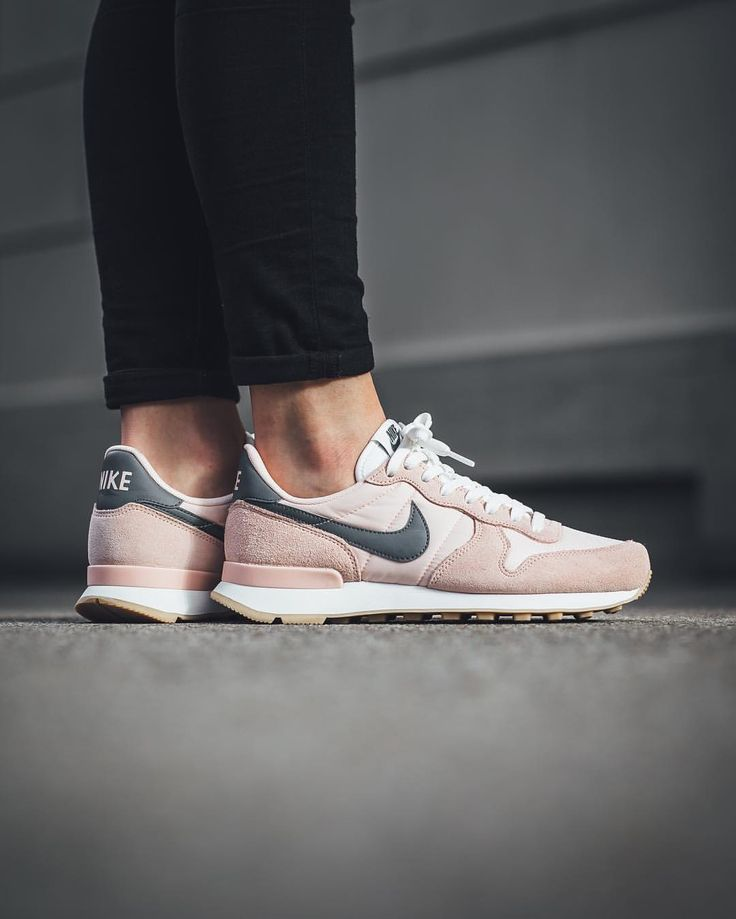 nike internationalist pink grey