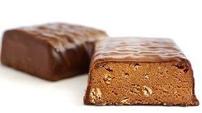 Receta sencilla para unas ricas barritas proteicas caseras de chocolate y almendras. Toma nota http://clubvive100.com/receta-sencilla-para-unas-ricas-barritas-proteicas-caseras-de-chocolate-y-almendras-toma-nota/ Club Vive100