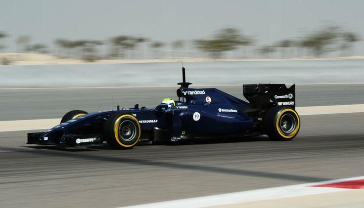 Felipe Massa durante o segundo dia de treinos da pré-temporada no Bahrein.  Foto: Mohammed Al-Shaikh/AFP