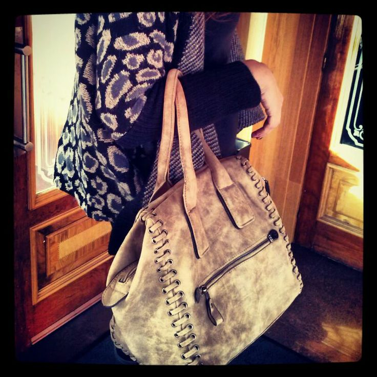 Bolso color camel y gris marengo