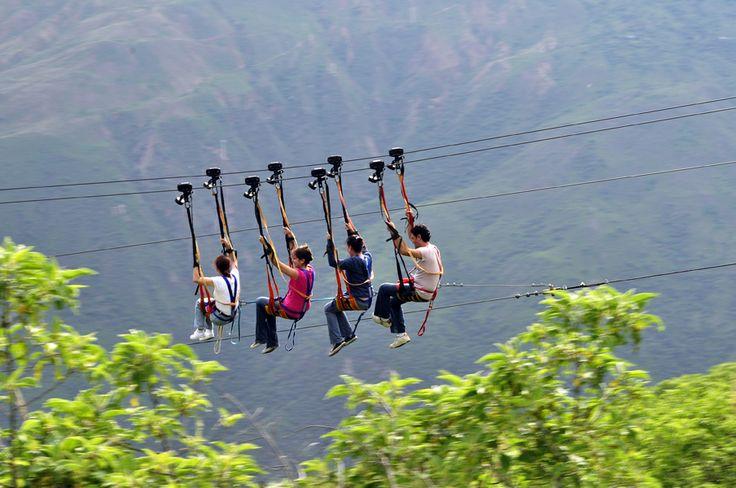 Cable vuelo teniendo como fondo el Cañón del Chicamocha. Aventura extrema