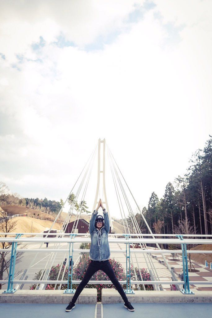 お仕事行ってきます 写真は旅行の時の藤原さんと橋