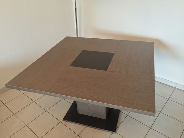 table a manger carree a pied central
