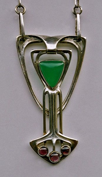JUGENDSTIL Pendant Silver Chalcedony Garnet H: 4.8 cm (1.89 in)  W: 2.6 cm (1.02 in)  Marks: 900 & DRGM German, c.1900