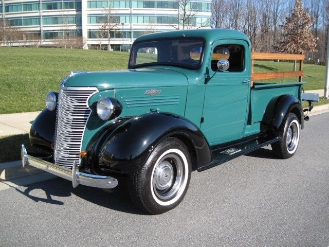 Chevy - late 30s?  Nice. I really like the Wheels, sets the whole truck off.