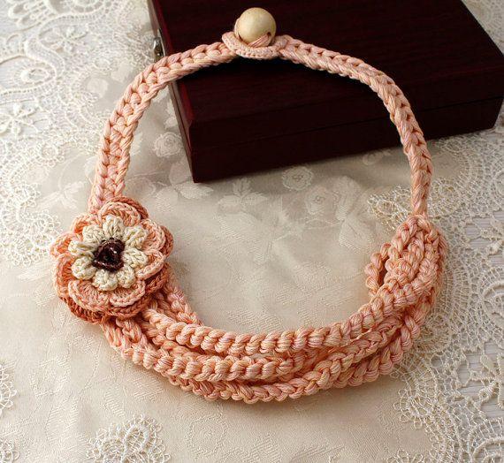 Pastel roze halsketting, zomer trends, cadeau voor haar, als cadeau voor moeder, zomer, Fashion Statement ketting, katoen gehaakte sieraden, roze bloem