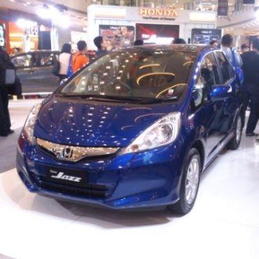 PT Honda Prospect Motor (HPM) melengkapi varian Honda Jazz Tipe S dan Tipe A dengan dual SRS airbags.     Read more: http://auto.ghiboo.com/seluruh-honda-jazz-sudah-berkantung-udara