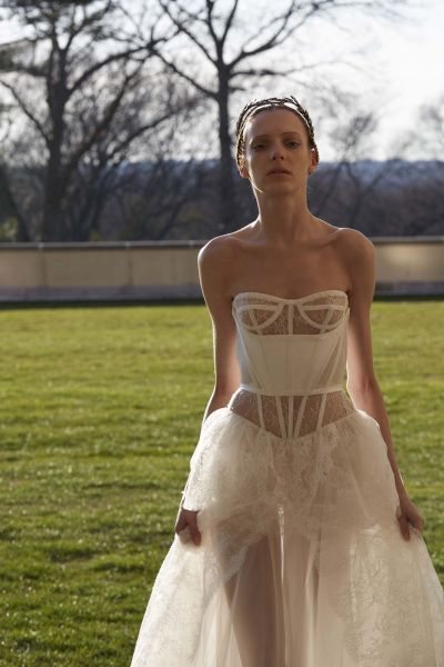 Vera 2017 Bridal Gowns A Modernized Fairy Tale For The Modern Bride Image