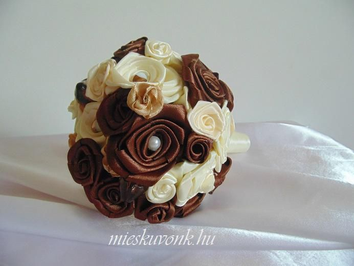 Bézs-barna szatén menyasszonyi csokor (M) - mieskuvonk.hu