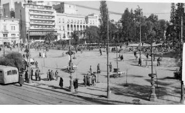 Syntagma Square. Athens, 1912-1950 Pericles Papachatzidakis
