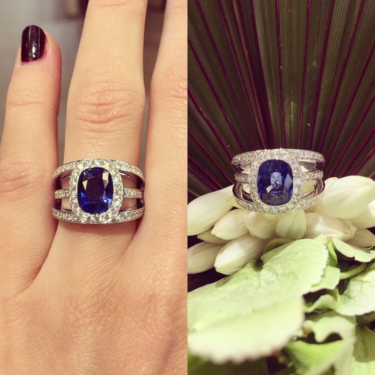 Pour celles qui recherchent une bague sophistiquée avec un magnifique saphir, voici un model qui pourrait vous plaire ~ #waskoll #2017 #sapphire #ring #gold