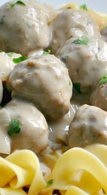 Slow Cooker Meatball Stroganoff <3<3 Idid it in a pan on the stovetop instead so we could eat faster