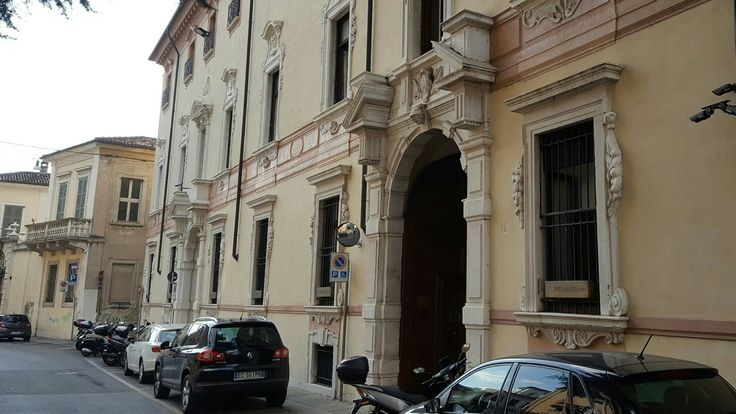 Palazzo Martinengo Villagana facciata settecentesca di via Santa Croce (Banca San Paolo)
