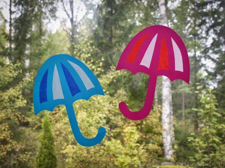 Syksy tuo tullessaan sateenvarjot koristamaan monien luokkien ikkunoita. Tänä vuonna ajattelin, että nämä perinteisesti tummareunaiset silk...