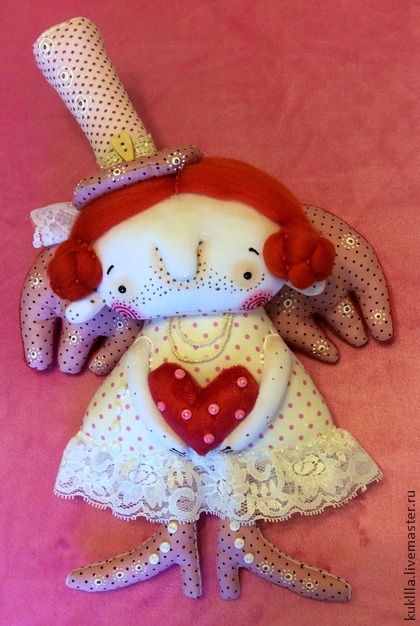 Невеста для Наташи.. Необычайно нежная, текстильная кукла - невеста. Куклу можно подвесить у нее есть петелька, можно просто посадить. Высота со шляпкой 33 см..
