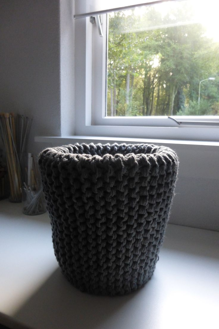 Knitted cover for wastebin