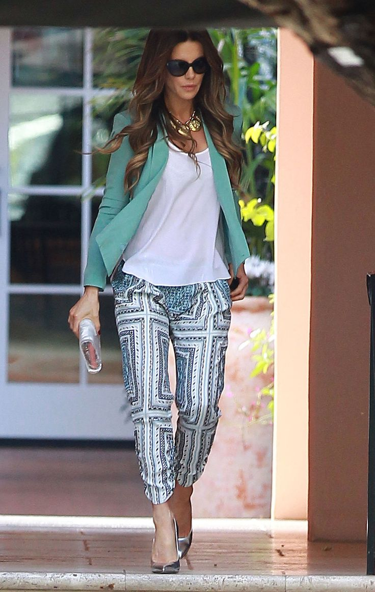 Kate Beckinsale in Printed Pants: While Kate's not always in color, she never shies away from it, either. Printed pants were bright on their own, but the boldest touch came from the complementary green blazer she added.