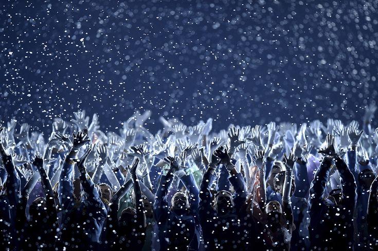 Artişti dansează, în timpul ceremoniei de deschidere a Jocurilor Olimpice de Iarnă, în Soci, vineri, 7 februarie 2014. (  Pascal Le Segretain / Getty Images / Guliver  ) - See more at: http://zoom.mediafax.ro/sport/soci-2014-partea-i-12078340#sthash.MTlduSkN.dpuf