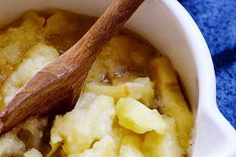 Make a big bowl of stewed apples and create lots of tasty desserts with it like apple pie. You could also try spooning it over your cereal or on roast pork. Stewed apples can be kept for a week in the fridge.