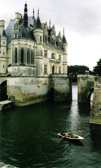 Chateau Chenonceau, France (by bloomsday616 on Flickr)