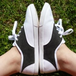Turn a pair of plain, cheapie tennis shoes into super cute, super cheap saddle shoes!