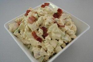 Pastasalat m/ kylling, bacon og æbler http://www.dk-kogebogen.dk/opskrifter/visopskrift.php?id=10203#