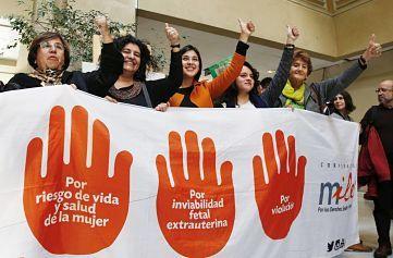 El Congreso chileno aprueba la despenalización del aborto en tres casos El Congreso chileno aprobó este miércoles uno de los proyectos de ley de mayor simbolismo de la segunda Administración de Michelle Bachelet (2014-2018):