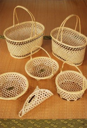 籠 baskets