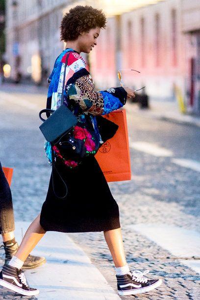【ELLE】マニュエラ・サンチェス(Manuela Sanchez)|「これが私たちの仕事着です」オートクチュールコレクションで魅せる場外おしゃれバトル|エル・オンライン