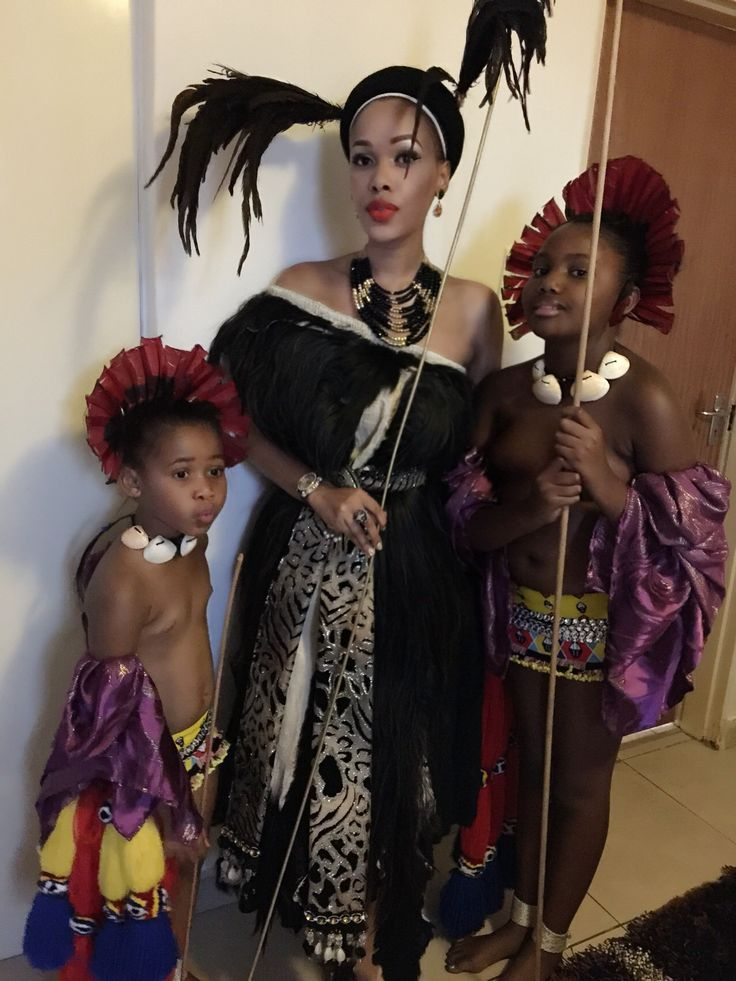 Inkhosikati LaDube with the emazinyane Princess Makhosothando & Princess Temave, Incwala 2014/15