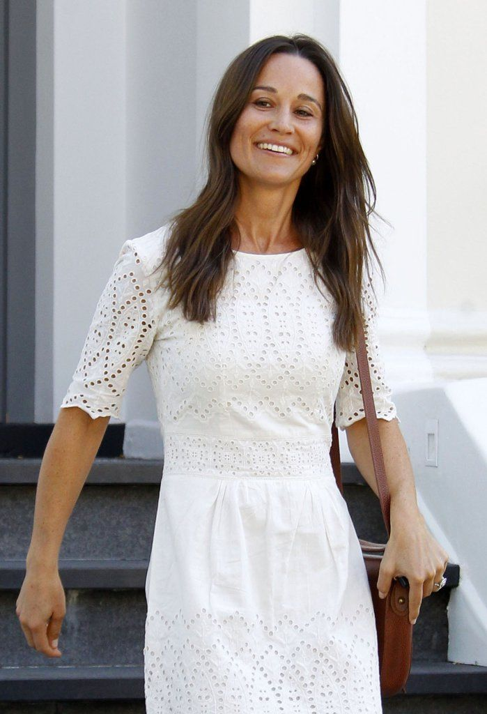 Pippa Middleton shows off her gorgeous engagement ring for the first time.