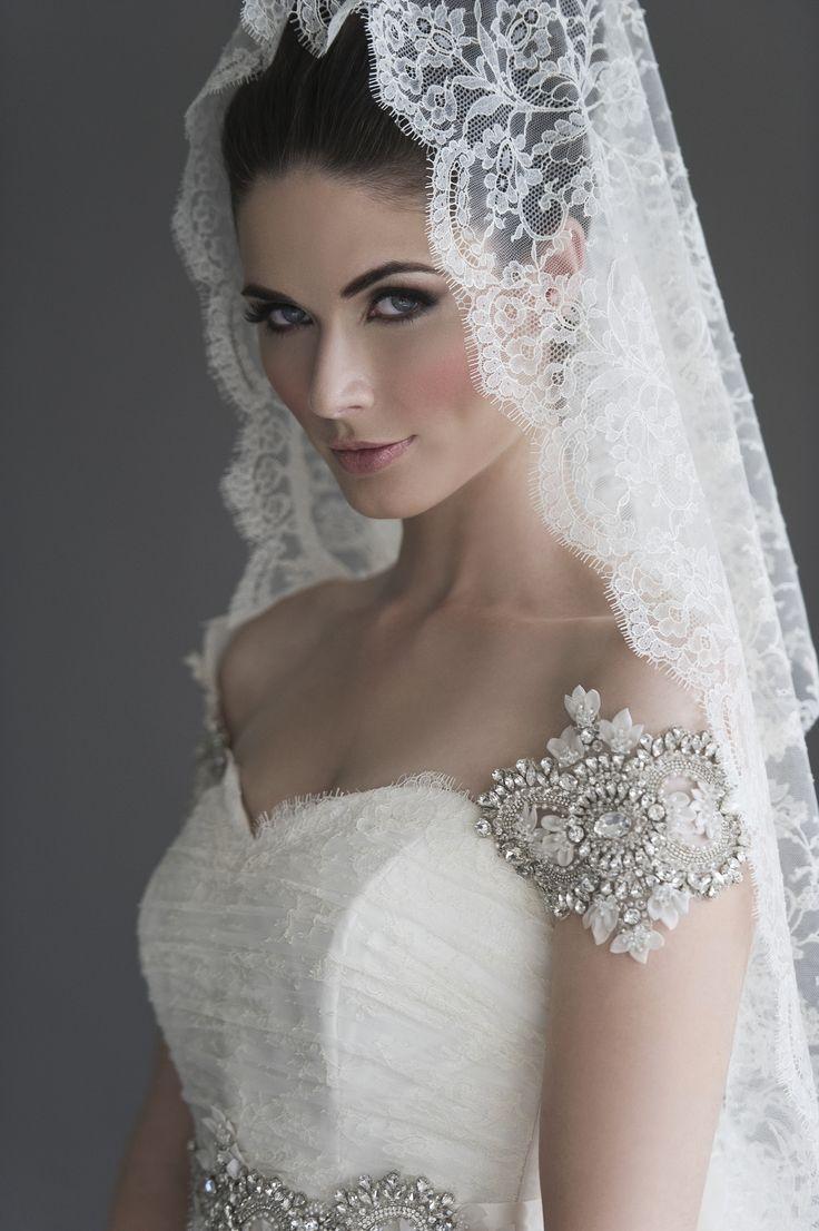 Katerina Bocci 2013-Selma-face-veil