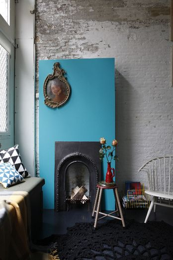 blue touch -★-: Decor Ideas, Brick Wall, Blue Wall, Fireplaces Decor, Focal Points, Crochet Rugs, Colors Blue, Blue Touch, Small Fireplaces