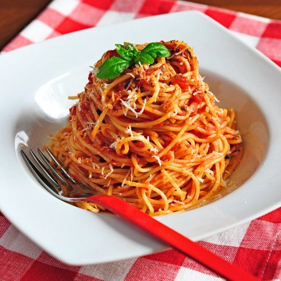 Fragrant tomato sauce coating delicious spaghetti, garnished with ...