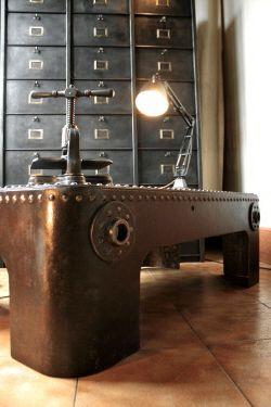 Table basse en acier riveté