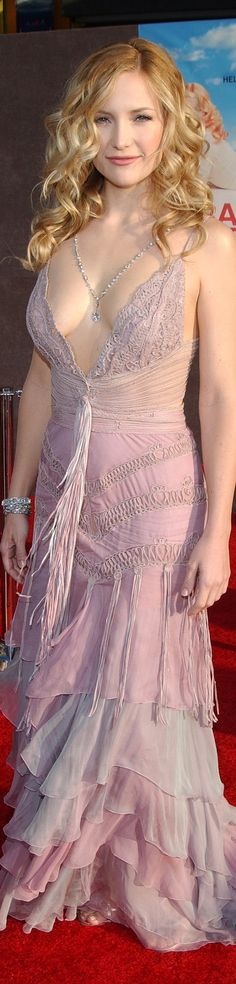 Kate Hudson in Versace at the Raising Helen Premiere