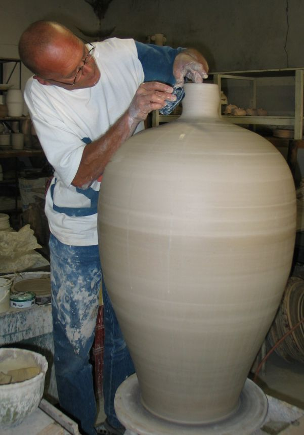 Throwing large wine jar