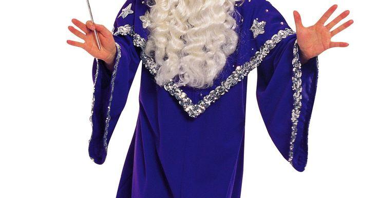 Como fazer um rosto de feiticeiro ou mago. Rostos de magos ou feiticeiros na forma de máscaras, pintura facial e outras decorações podem completar o visual de um show de mágica ou festa temática ou podem fornecer o toque final para uma fantasia de Halloween ou carnaval.