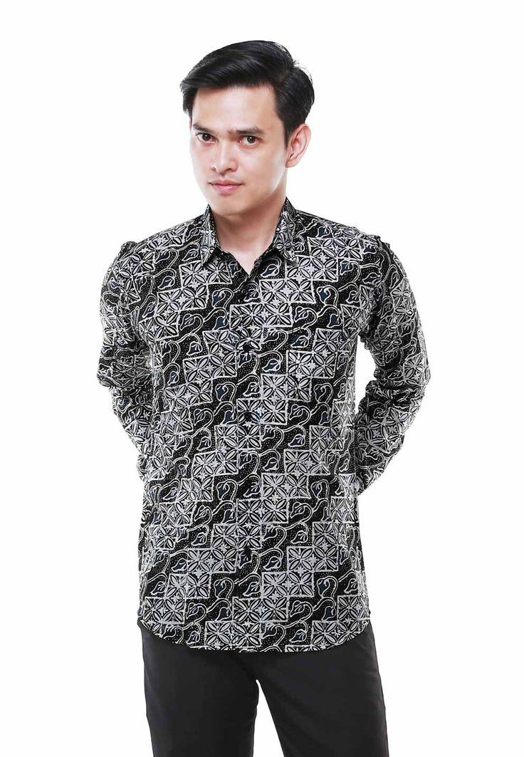 Nugi for balin.id parvan long slevee log on www.balin.id batik heritage fashion mensfashion model menstyle slimfit muscle search Indonesia #batik #modernbatik #batikslimfit #batikindonesia #nugi #batikmuscle #batiksuit #batikmalang