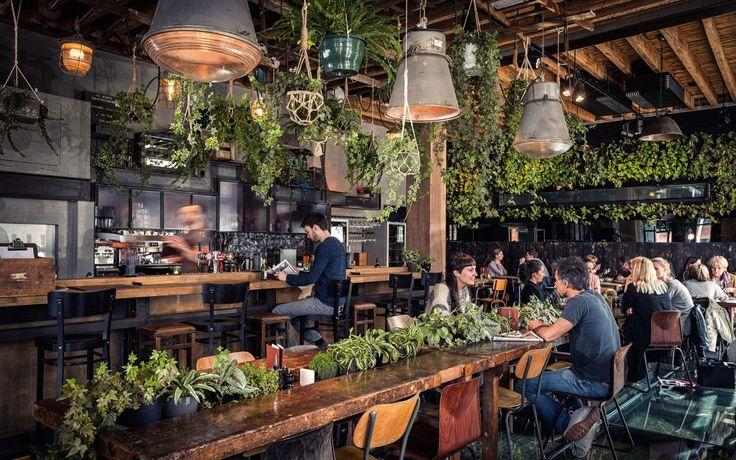 Roest restaurant, eigenzinnig, eigentijds, origineel in Antwerpen. Voor ieder wat wils (ontbijt, lunch, diner, borrel) bij een industrieel doch warm décor.
