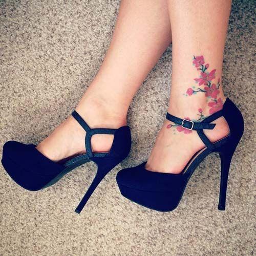 woman ankle flower tattoo ayak bileği çiçek dövmesi