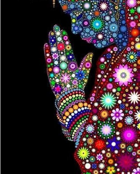 #NAMASTE es una expresión de saludo de Asia del sur originario de India. Se usa en varias tradiciones budistas así como en numerosas culturas en Asia, tanto como el hola y el adiós del idioma español, para saludar, despedirse, pedir, dar gracias, mostrar respeto o veneración y para rezar. Normalmente se acompaña por una inclinación ligera de la cabeza hecha con las palmas abiertas y unidas entre sí, ante el pecho, en posición de oración. En India, el gesto se acompaña a veces con la palabra…