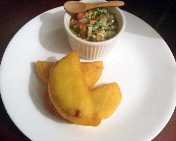 Aprende a preparar empanadas colombianas de carne molida con esta rica y fácil receta. Las empanadas constan de una masa fina rellena de una preparación salada o...