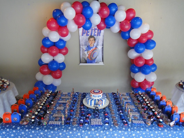 Table decoration captain america birthday party by for American party decoration