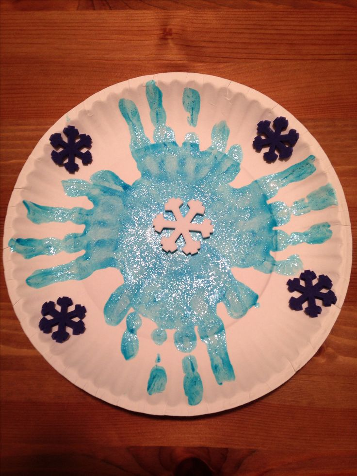 Paper plate handprint snowflake craft winter craft for Winter crafts for preschoolers